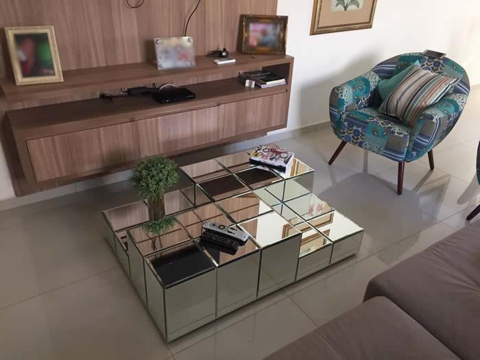 sala de estar objeto de decoracao mesa centro espelhada